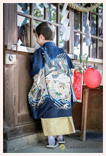 七五三 羽織袴を着た男の子の後ろ姿