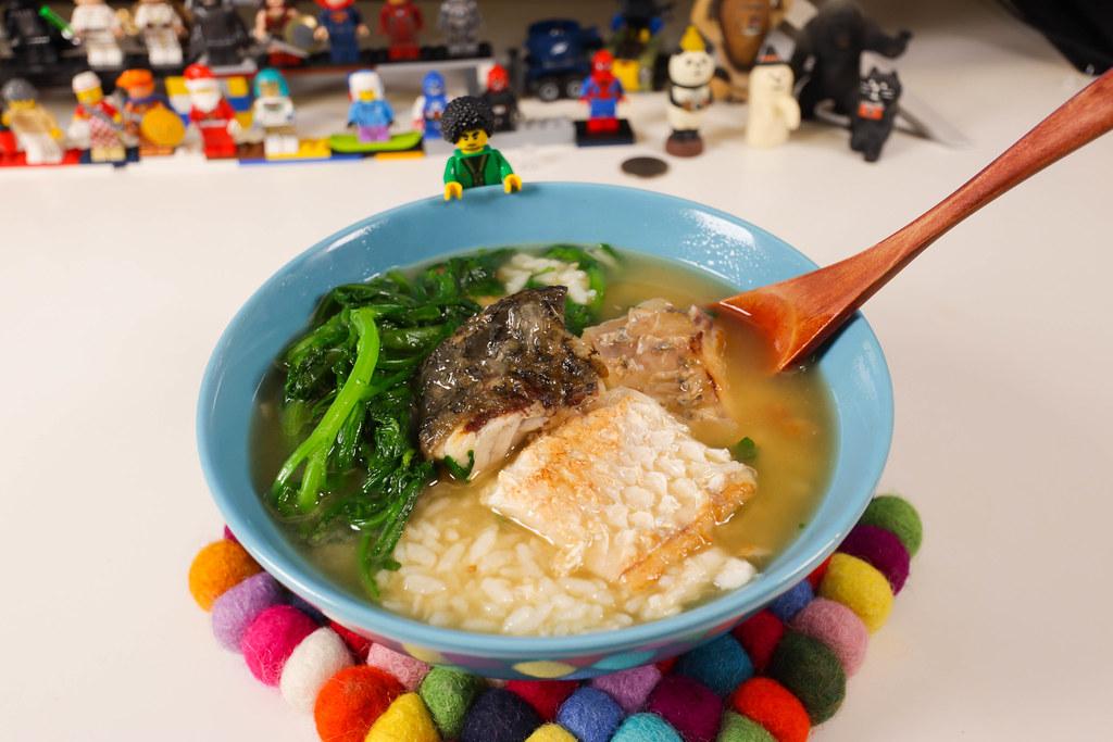 煮好的 金目鱸魚排 粥