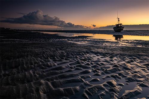 essex eastbeach shoeburyness riverthames boat sunrise water mud