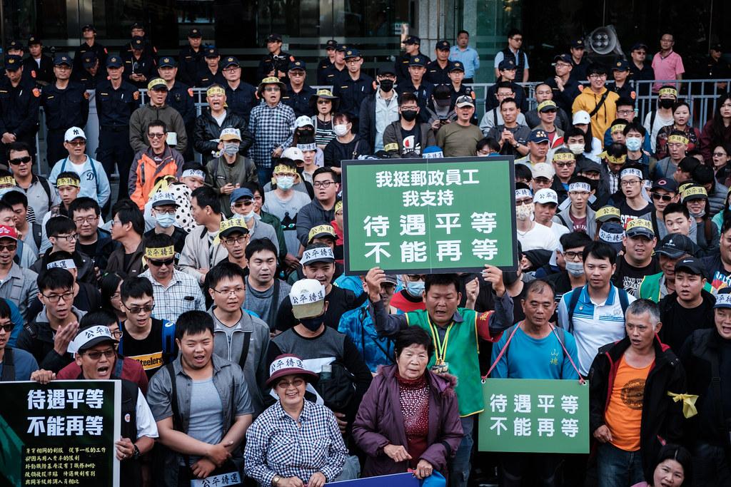 郵政產工表示,工會已收到2200份的連署書,反映郵務工對於爭取公平待遇的急切心情。(攝影:唐佐欣)