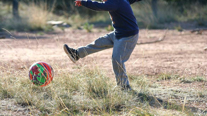 Jugando a la pelota en Porta Coeli Serra
