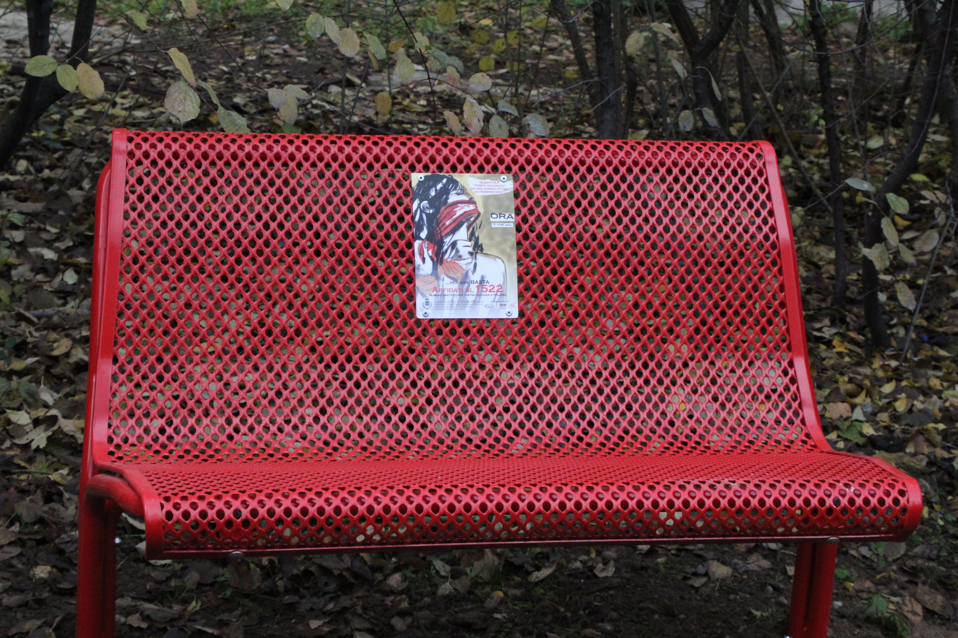 Una panchina rossa anche al Levi