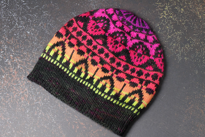 Daedalum hat knitting pattern by Suzie Blackman