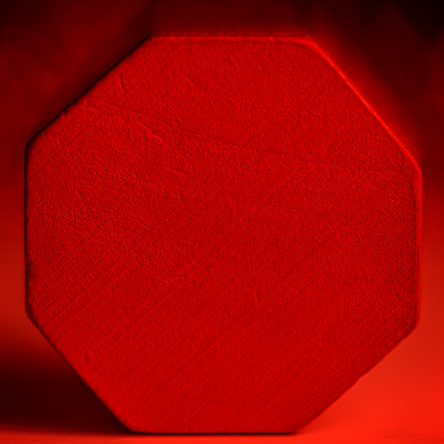 Cylindrical Red Octagonal Toy Block En Face