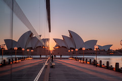 Sunrise behind Sails  (由  Jared Beaney