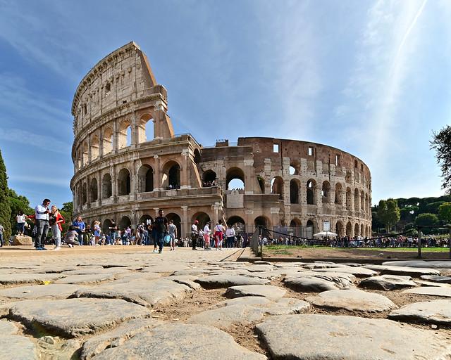 Anfiteatro de Roma desde la piazza del Colosseo