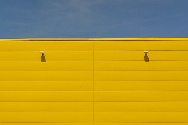 Yellow wall in symmetry
