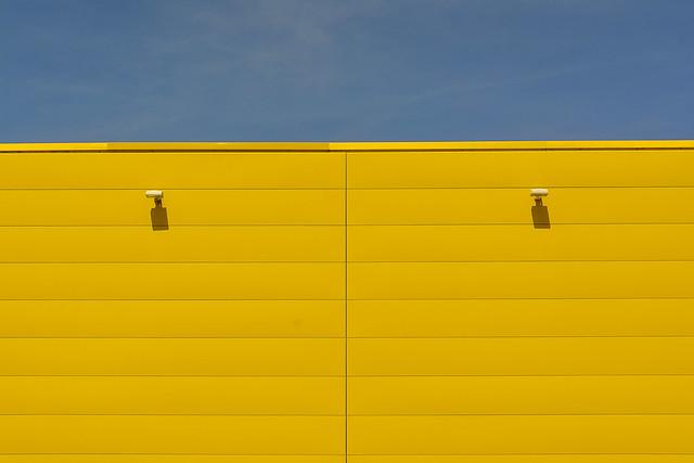 Yellow wall in symmetry