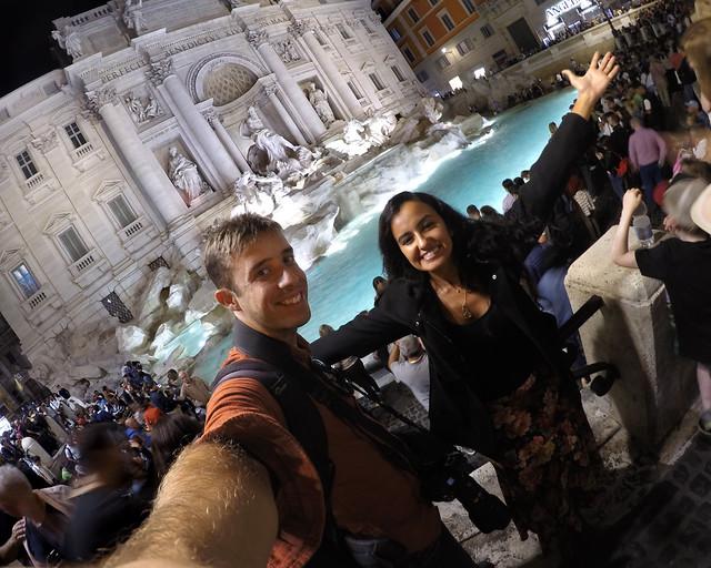 Diario de un Mentiroso en la fontana di Trevi de Roma