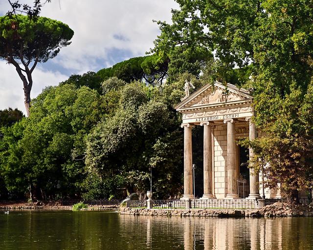Templo de Escolapio en el parque de Villa Borghese