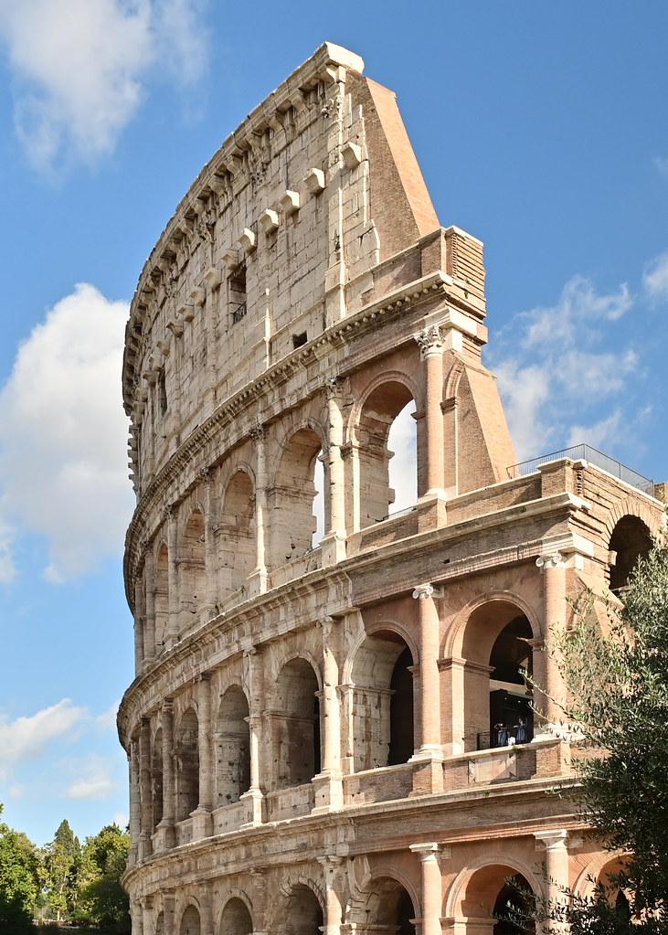 Coliseo de Roma desde la Piazza del Coliseo