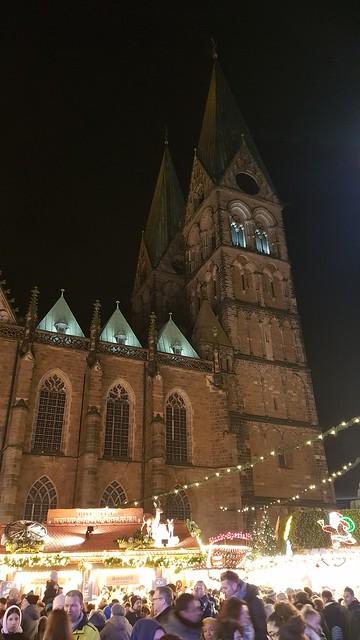 20191201_175352 Bremer Dom überm Weihnachtsmarkt