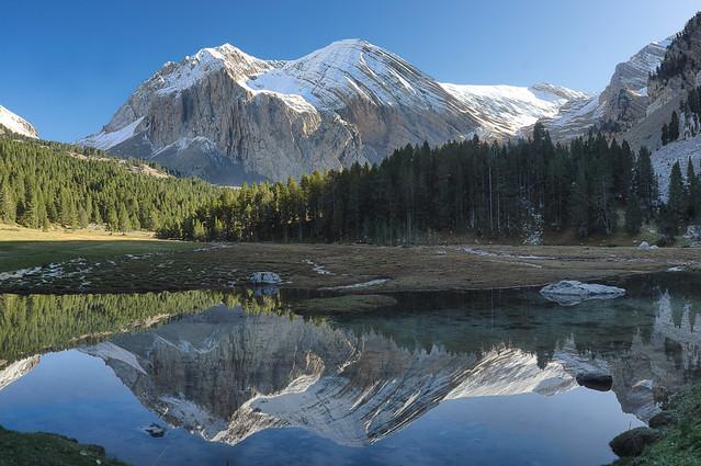 Reflecting before the 'Lago la Vasa de la Mora'
