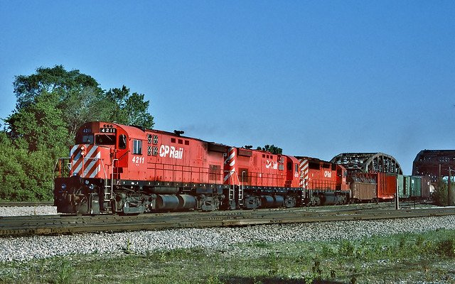 CP 4211 east in Blue Island, Illinois on June 12, 1994.