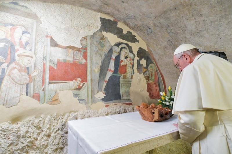 El Papa pide que se mantenga viva la tradición del belén navideño