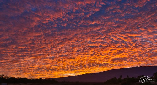 maui mauihawaii kihei kiheihawaii hawaii scenic gaylene sunrise serene sunlight sun wife milf clouds orange red morning sky skyline kirt kirtedblom edblom luminar nikon nikond7100 nikkor18140mmf3556