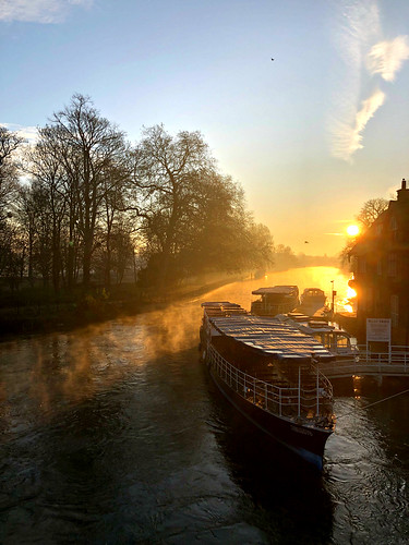 oxfordshire oxford follybridge iphone8 sunrise thamesriver boat england greatbritain