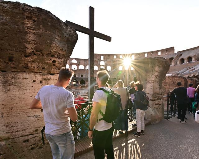 Atardecer dentro del Coliseo de Roma