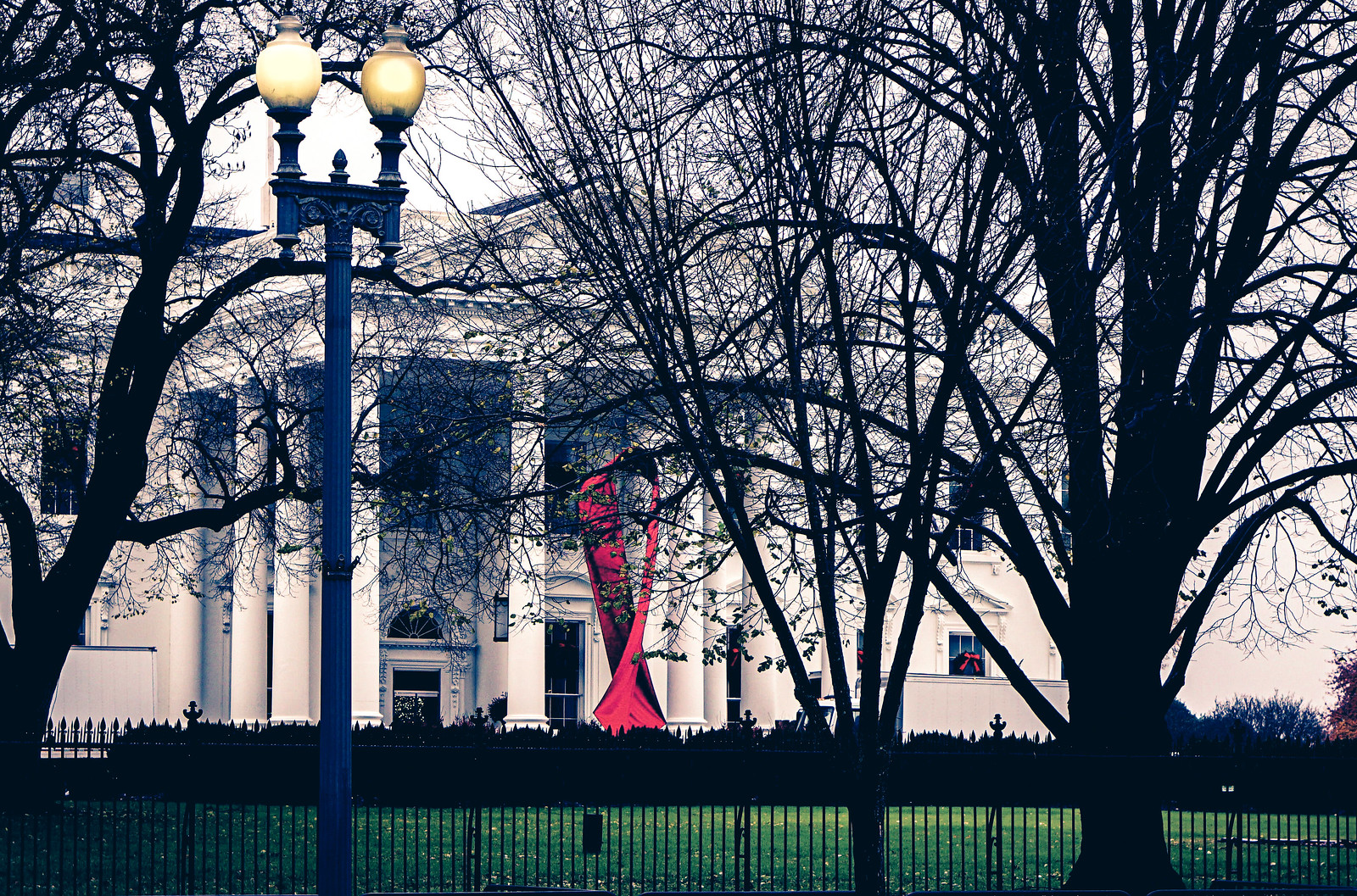 2019.12.01 Red Ribbon on White House, Washington, DC USA 336 01012