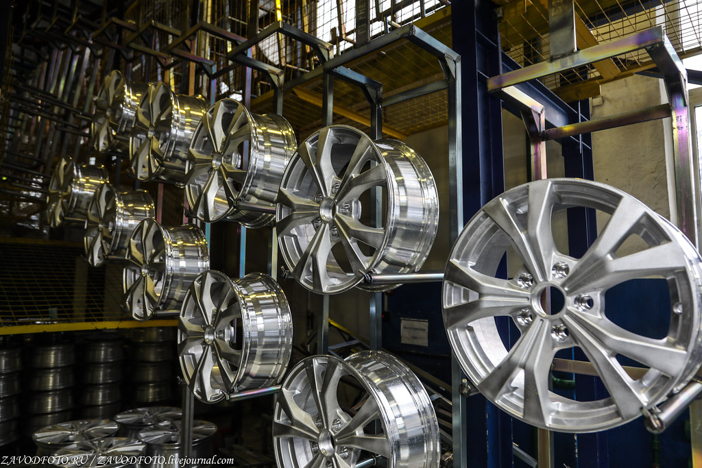 Как делают литые алюминиевые диски на заводе ЛМЗ «СКАД» 999A8725