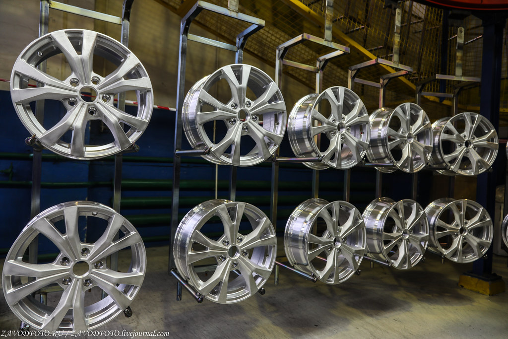 Как делают литые алюминиевые диски на заводе ЛМЗ «СКАД» 999A8713