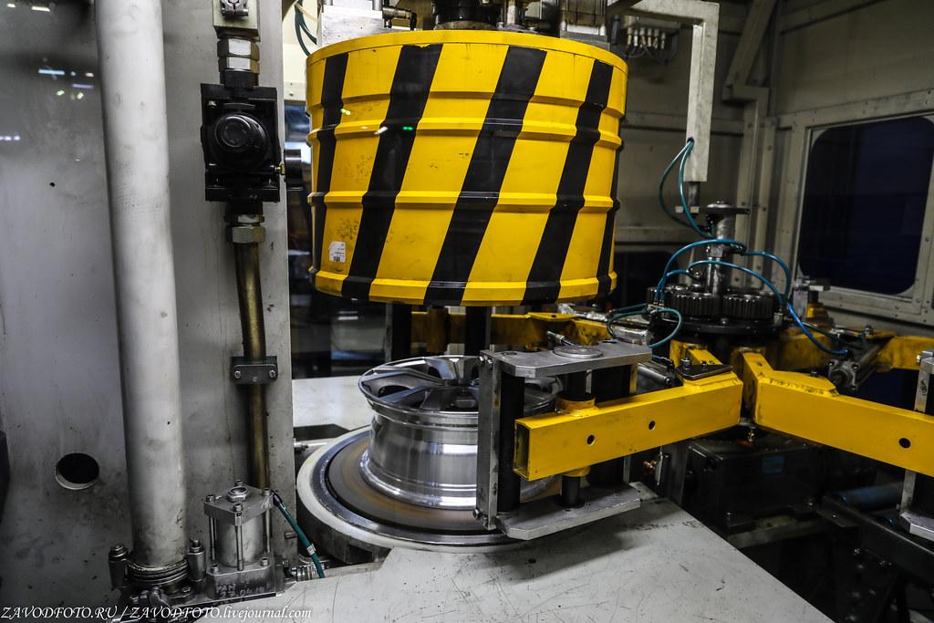 Как делают литые алюминиевые диски на заводе ЛМЗ «СКАД» 999A8584