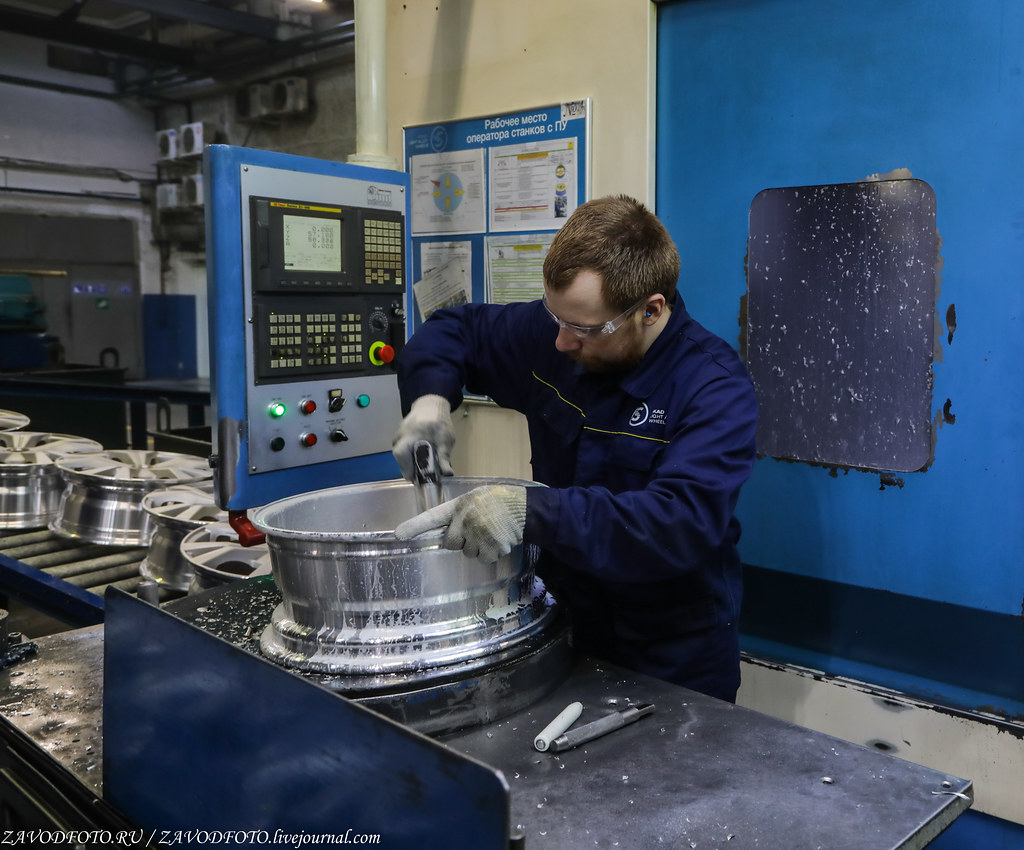 Как делают литые алюминиевые диски на заводе ЛМЗ «СКАД» 999A8489