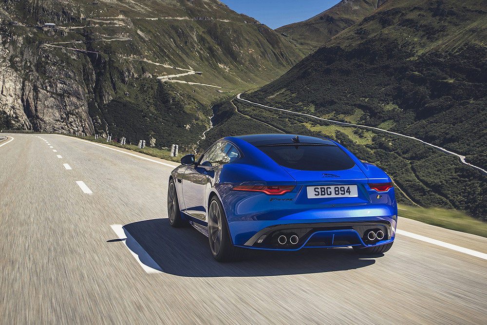 Jag_F-TYPE_R_21MY_Velocity_Blue_Reveal_Switzerland_02.12.19_08