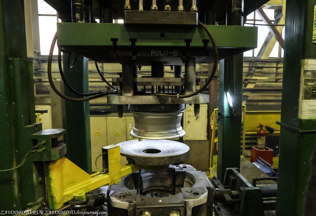 Как делают литые алюминиевые диски на заводе ЛМЗ «СКАД» 999A7909