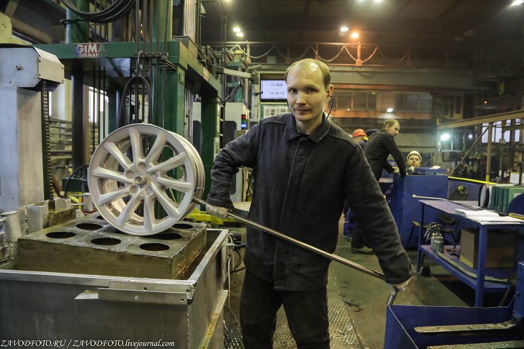 Как делают литые алюминиевые диски на заводе ЛМЗ «СКАД» 999A7865