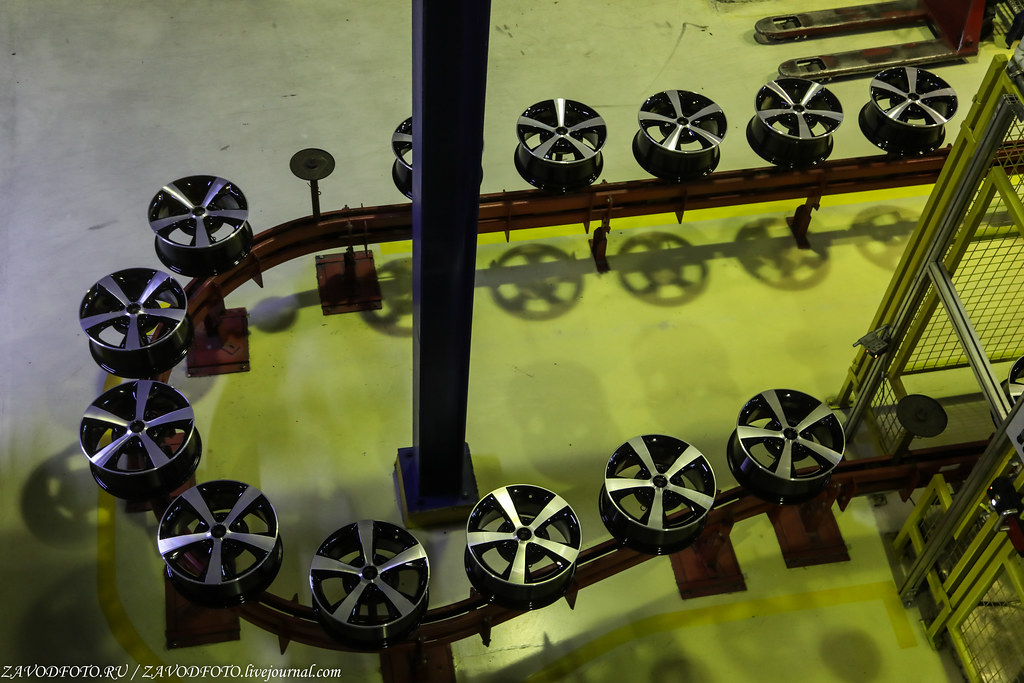 Как делают литые алюминиевые диски на заводе ЛМЗ «СКАД» 999A8900