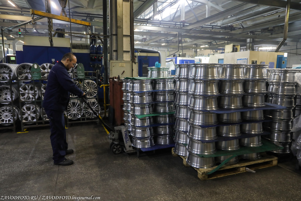 Как делают литые алюминиевые диски на заводе ЛМЗ «СКАД» 999A8235