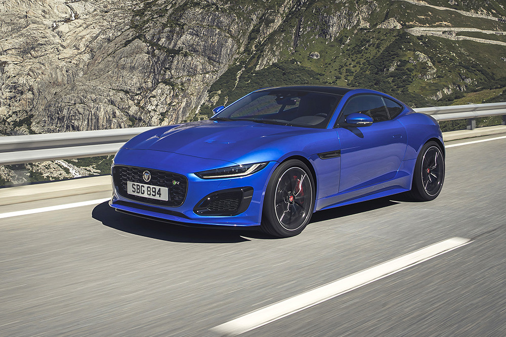 Jag_F-TYPE_R_21MY_Velocity_Blue_Reveal_Switzerland_02.12.19_05