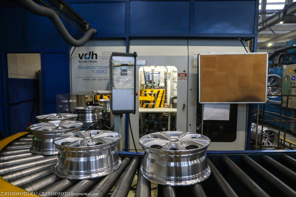 Как делают литые алюминиевые диски на заводе ЛМЗ «СКАД» 999A8329