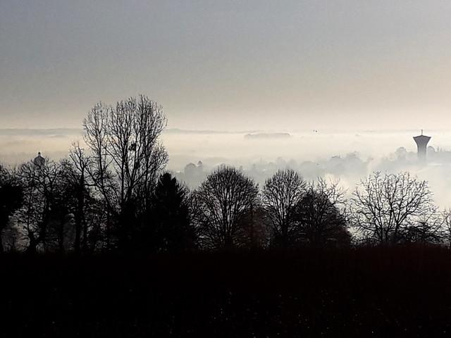 La vallée dans la brume.