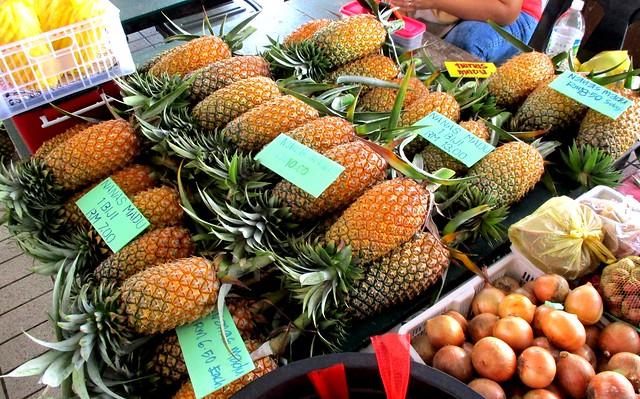 Tamu Muhibbah Miri pineapples