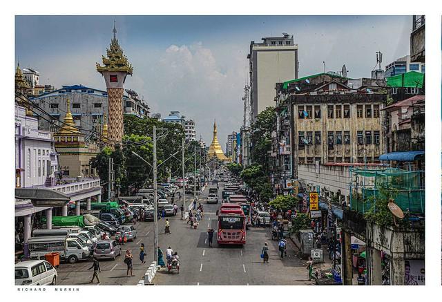 Sule Pagoda, Maha Bandula, Yangon (Rangoon), Myanmar, (Burma).
