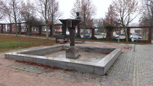 2000 Wandlitz Wie die Maränen in den Wandlitzsee kamen - Fischerbrunnen von Michael Klein Bronze Prenzlauer Chaussee 154 in 16348