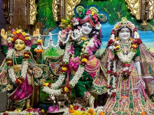 ISKCON Kolkata Deity Darshan 03 Dec 2019