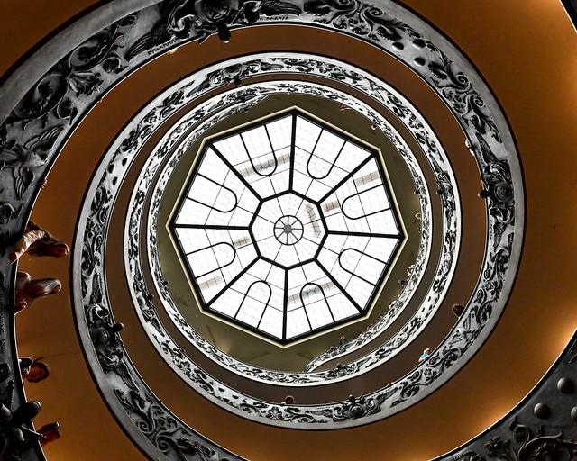 Escalera Bramante desde abajo