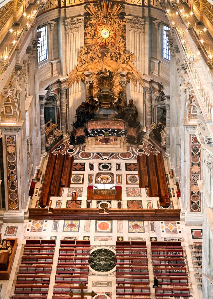 Interior de la basílica de San Pedro vista desde lo alto de la cúpula