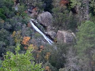 Vue d'une cascade dans le ruisseau de Ranedda