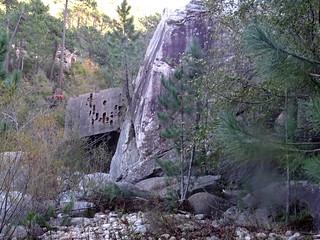 Après le contournement du rocher basculé sur le PR2