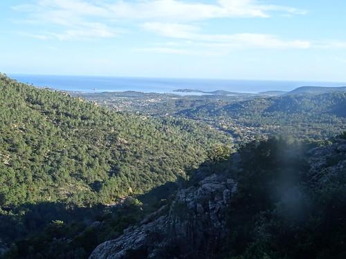 La vallée et le littoral depuis le sentier Carbunari supranu