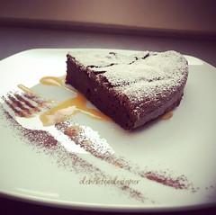 Torta soffice al cioccolato e salsa di cachi  Fluffy chocolate cake and khaki fruits sauce