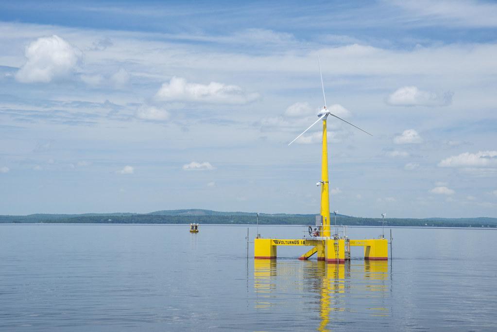 緬因州大學的浮動式「VolturnUS 1:8」為美國第一座併網的離岸風機,完成於2013年。圖片來源:Jplourde umaine(CC BY-SA 4.0)