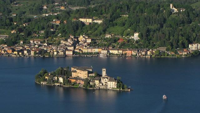 Lago d'Orta. Vista dal sagrato del Santuario della Madonna del Sasso (Boleto, VCO, Italia).