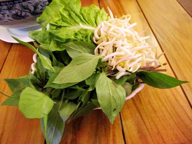 Thai basil & taugeh
