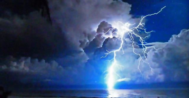 Very violent lightning! - A powerful storm breaks out!