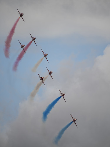 Red Arrows Starting the Smoke